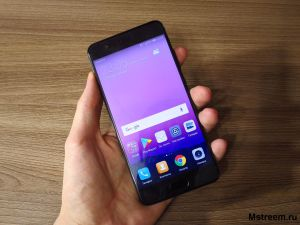 Huawei P10 Plus в ладоне