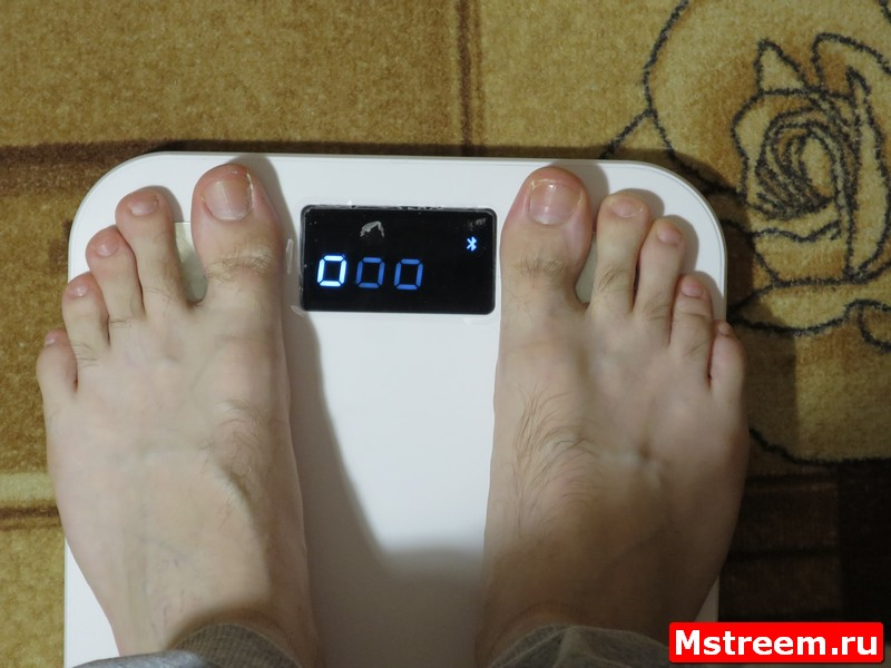 Процесс взвешивания. Умные весы MGB Body Fat