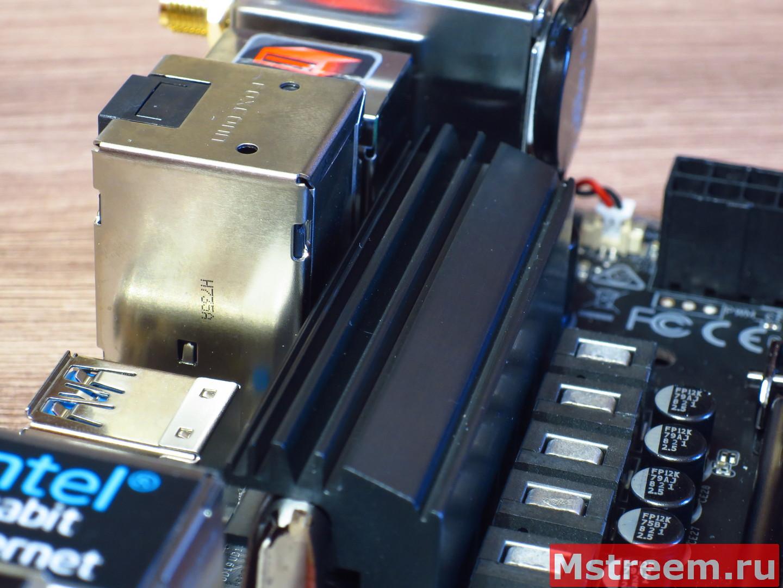 Охлаждение чипсета и цепей питания процессора на материнской плате ASRock Fatal1ty Z370 Gaming-ITX/ac
