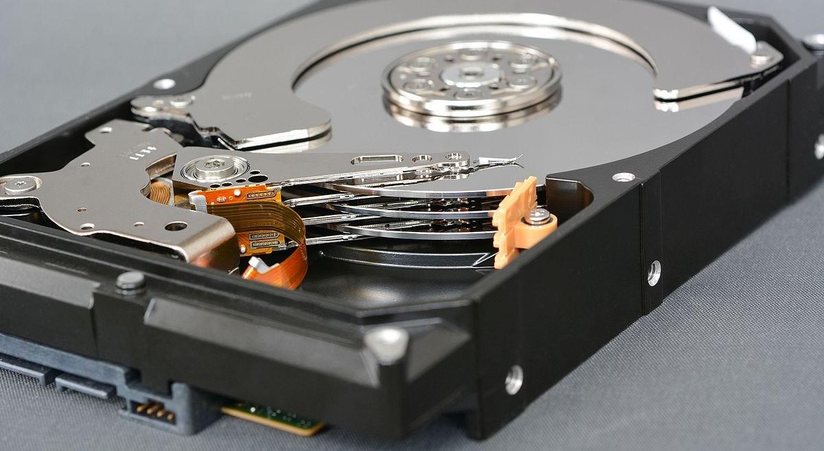 Из чего состоит жёсткий диск?