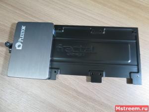 Крепление SSD/HDD на 2.5 дюйма. Корпус Fractal Design Meshify C Mini