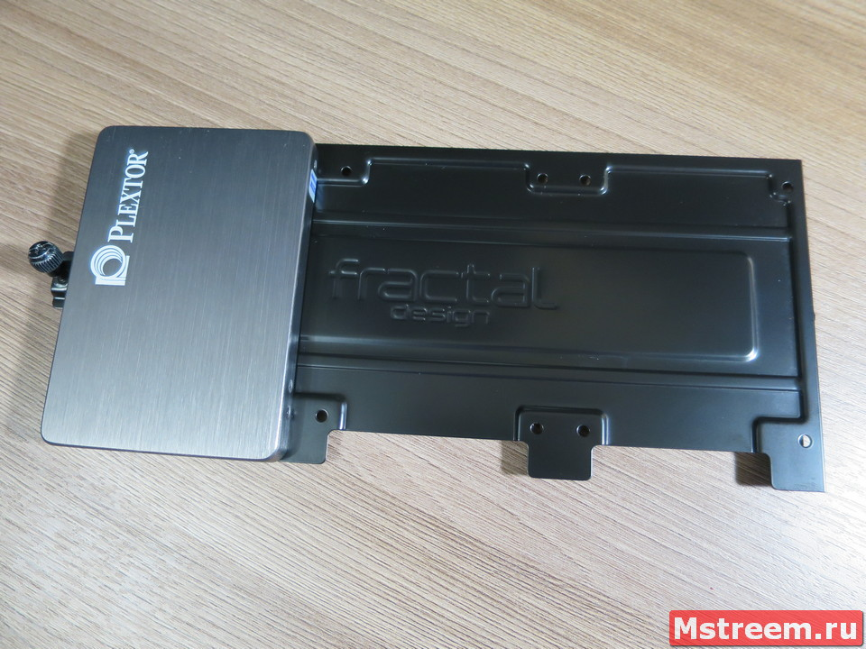 Крепление SSD/HDD на 2.5 дюйма. Корпус Fractal Design Meshify C Mini