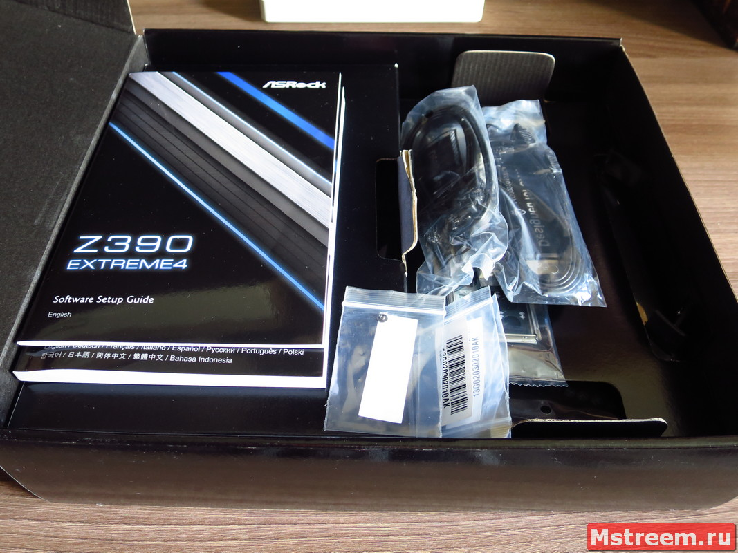 Комплект поставки материнской плата ASRock Z390 Extreme 4