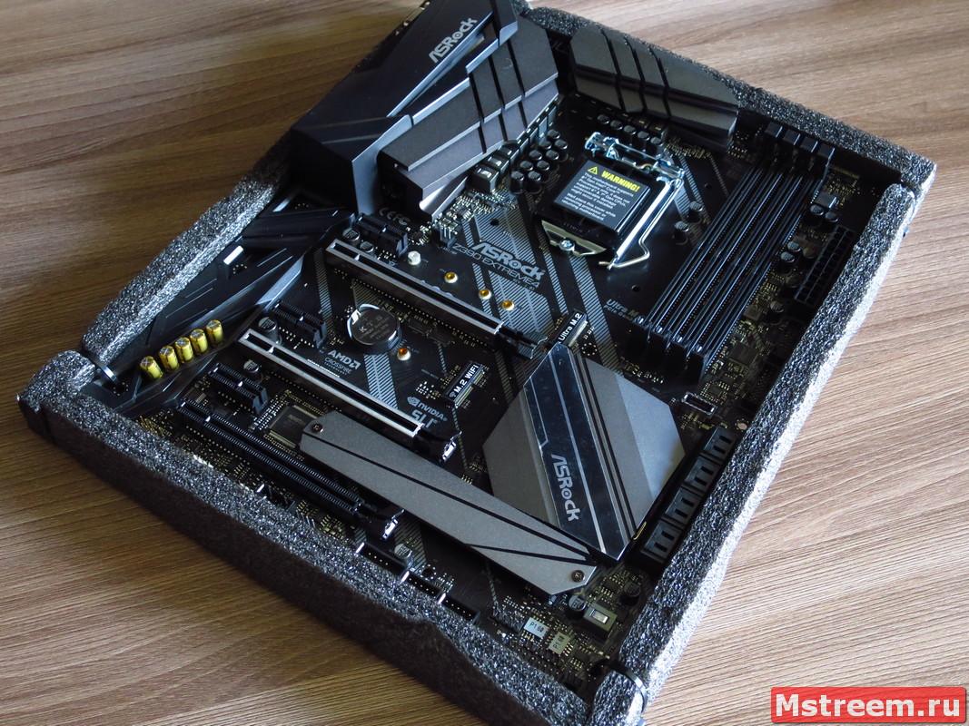 Дизайн материнской плате ASRock Z390 Extreme 4