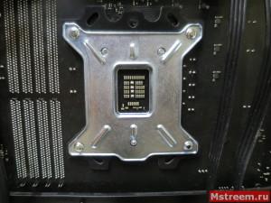 Установка пластины-бэкплейта для водоблока процессора
