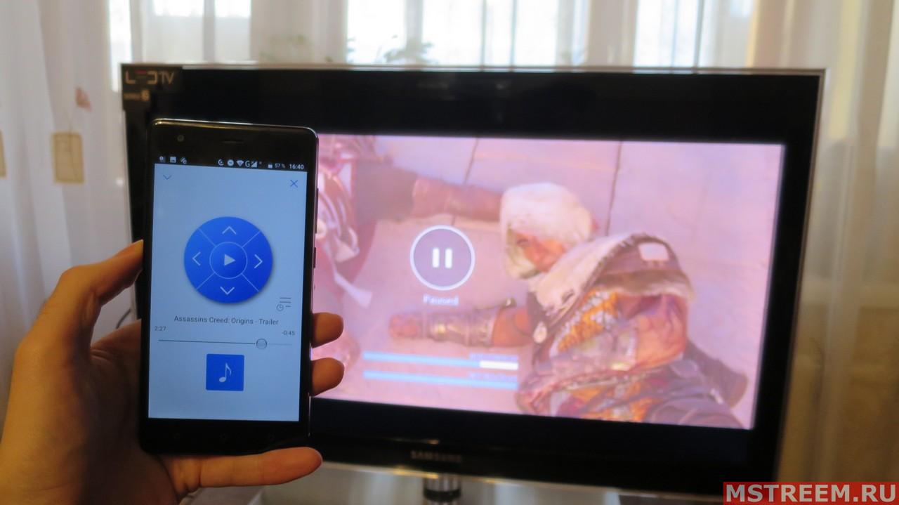 Смартфон используется и как источник видео (YouTube) и как пуль управления