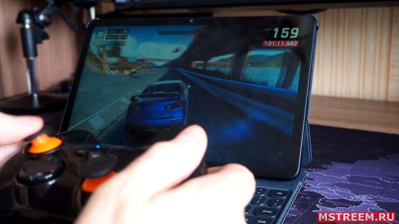 Геймпад и игра Asphalt 9 на планшете Honor Pad V6